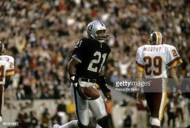 Wide receiver Cliff Branch of the Los Angeles Raiders plays during Super Bowl XVIII against the Washington Redskins on January 22 1984 at Tampa...
