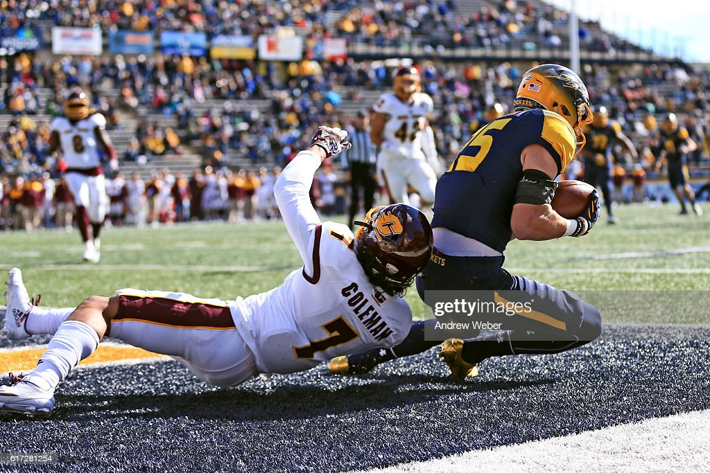 Wide receiver Cody Thompson #25 of the Toledo Rockets makes a catch for a touchdown against Central Michigan Chippewas at Glass Bowl on October 22, 2016 in Toledo, Ohio.