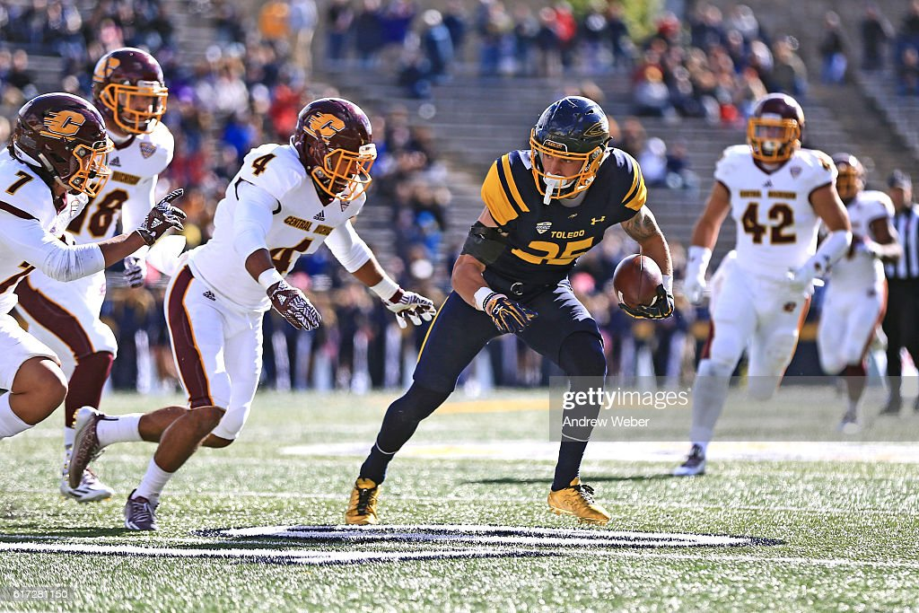 Wide receiver Cody Thompson #25 of the Toledo Rockets makes a catch against Central Michigan Chippewas at Glass Bowl on October 22, 2016 in Toledo, Ohio.