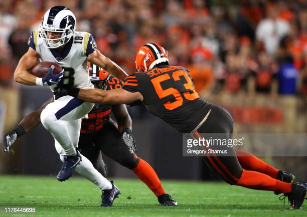 Wide receiver Cooper Kupp of the Los Angeles Rams tries to get past outside linebacker Genard Avery and middle linebacker Joe Schobert of the...