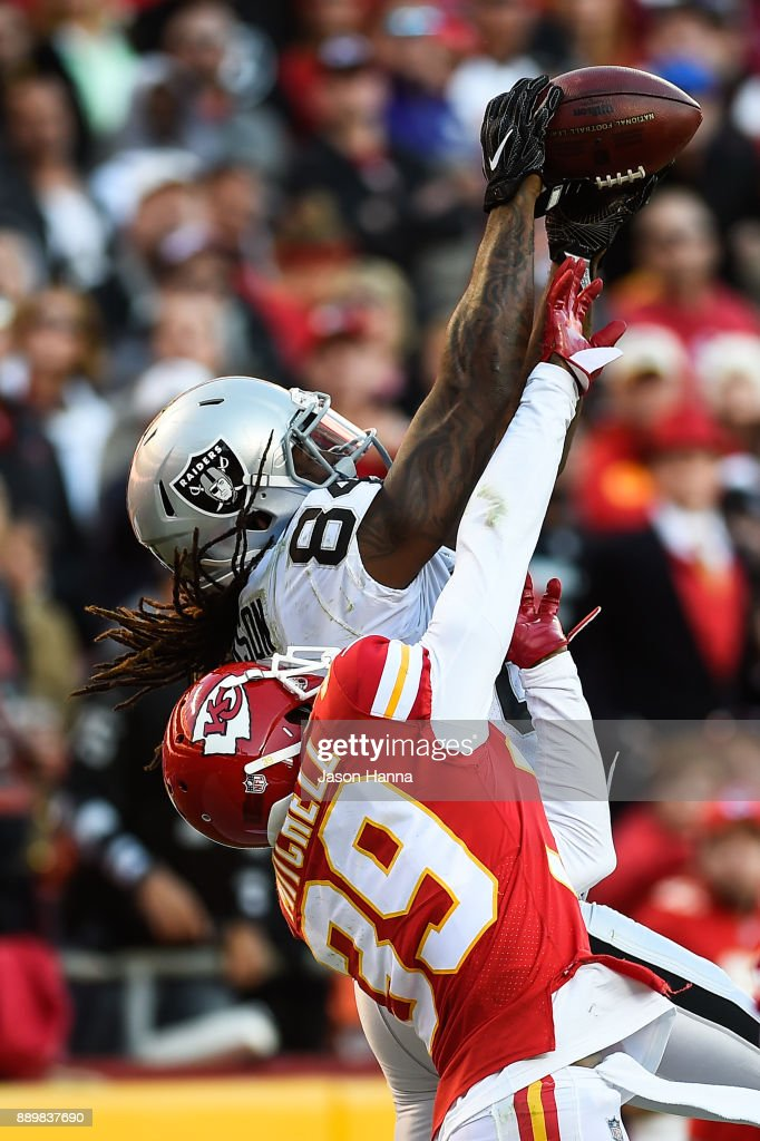 Wide receiver Cordarrelle Patterson #84 of the Oakland Raiders stretches to attempt a catch over cornerback Terrance Mitchell #39 of the Kansas City Chiefsat during the game at Arrowhead Stadium on December 10, 2017 in Kansas City, Missouri.