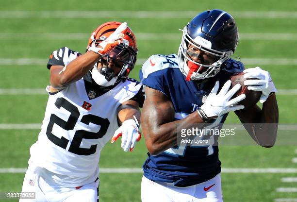 Wide receiver Corey Davis of the Tennessee Titans makes a catch against William Jackson III of the Cincinnati Bengals in the first quarter of the...