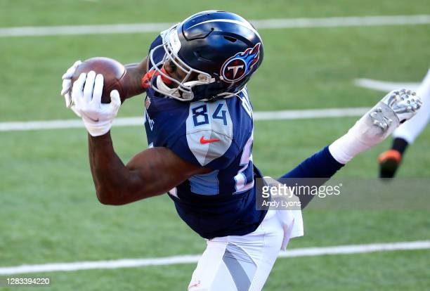 Wide receiver Corey Davis of the Tennessee Titans makes the catch for a touchdown reception in the fourth quarter of the game against the Cincinnati...