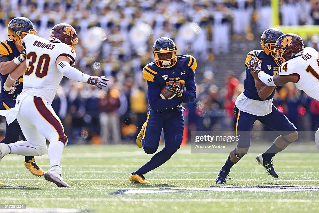 Wide receiver Danzel McKinley-Lewis makes a catch against Central Michigan Chippewas at Glass Bowl on October 22, 2016 in Toledo, Ohio.