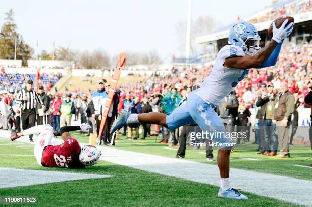 Wide receiver Dazz Newsome of the North Carolina Tar Heels catches a pass for a touchdown in the first half against the Temple Owls in the Military...