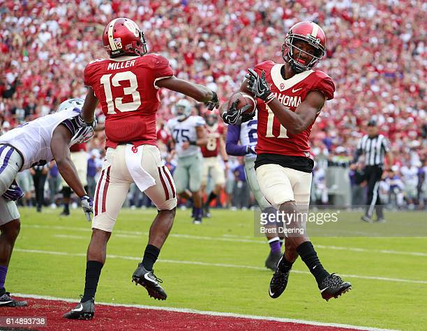 Wide receiver Dede Westbrook of the Oklahoma Sooners scores against the Kansas State Wildcats October 15 2016 at Gaylord FamilyOklahoma Memorial...