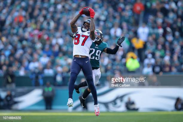Wide receiver Demaryius Thomas of the Houston Texans makes a catch against free safety Avonte Maddox of the Philadelphia Eagles during the second...