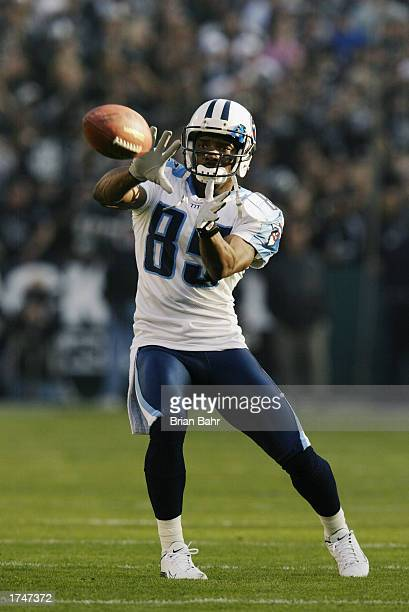 Wide receiver Derrick Mason of the Tennessee Titans warms up prior to the AFC Championship game against the Oakland Raiders at Network Associates...