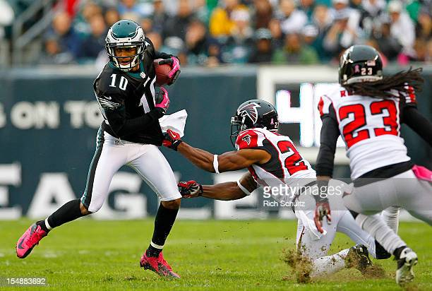 Wide receiver DeSean Jackson of the Philadelphia Eagles attempts to get past Robert McClain and Dunta Robinson of the Atlanta Falcons after making a...