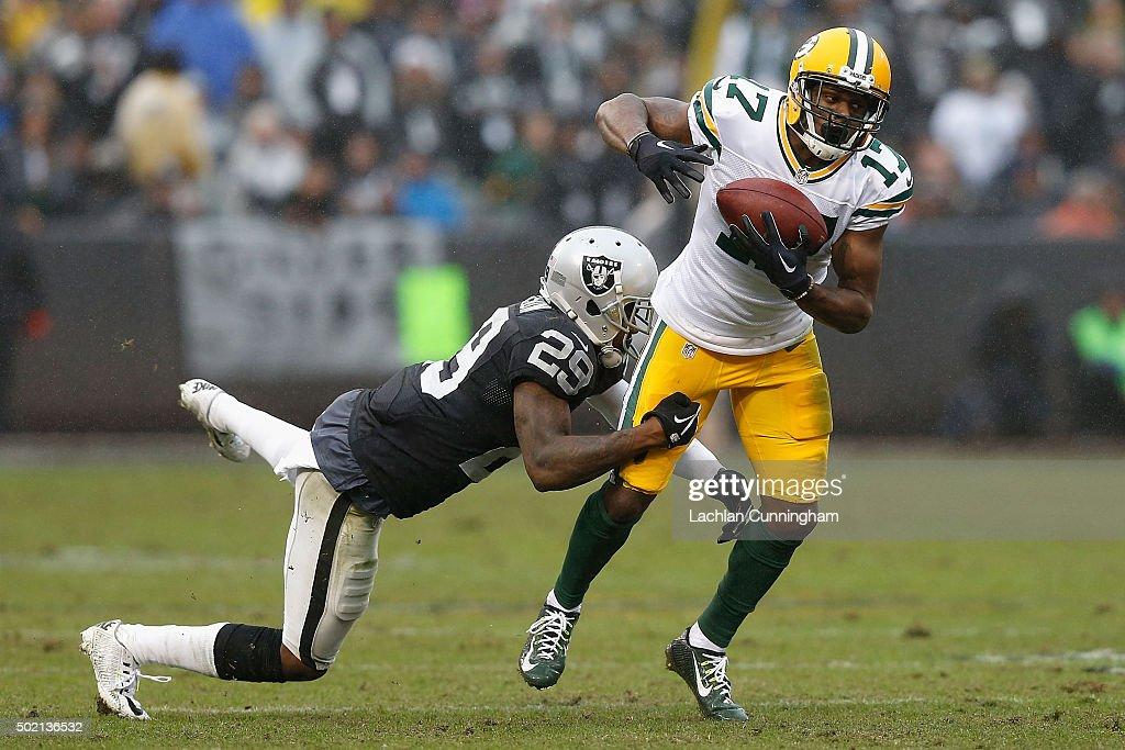 Green Bay Packers v Oakland Raiders : News Photo