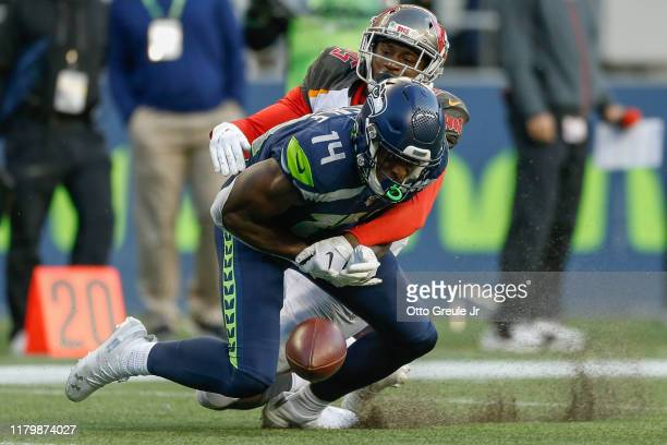 Wide receiver DK Metcalf of the Seattle Seahawks attempts to make a catch against cornerback Jamel Dean of the Tampa Bay Buccaneers at CenturyLink...