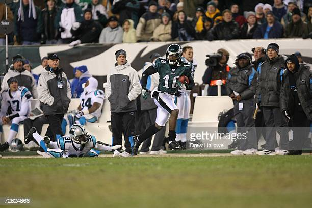 Wide Receiver Donte Stallworth of the Philadelphia Eagles runs with the ball during the game against the Carolina Panthers on December 4, 2006 at...