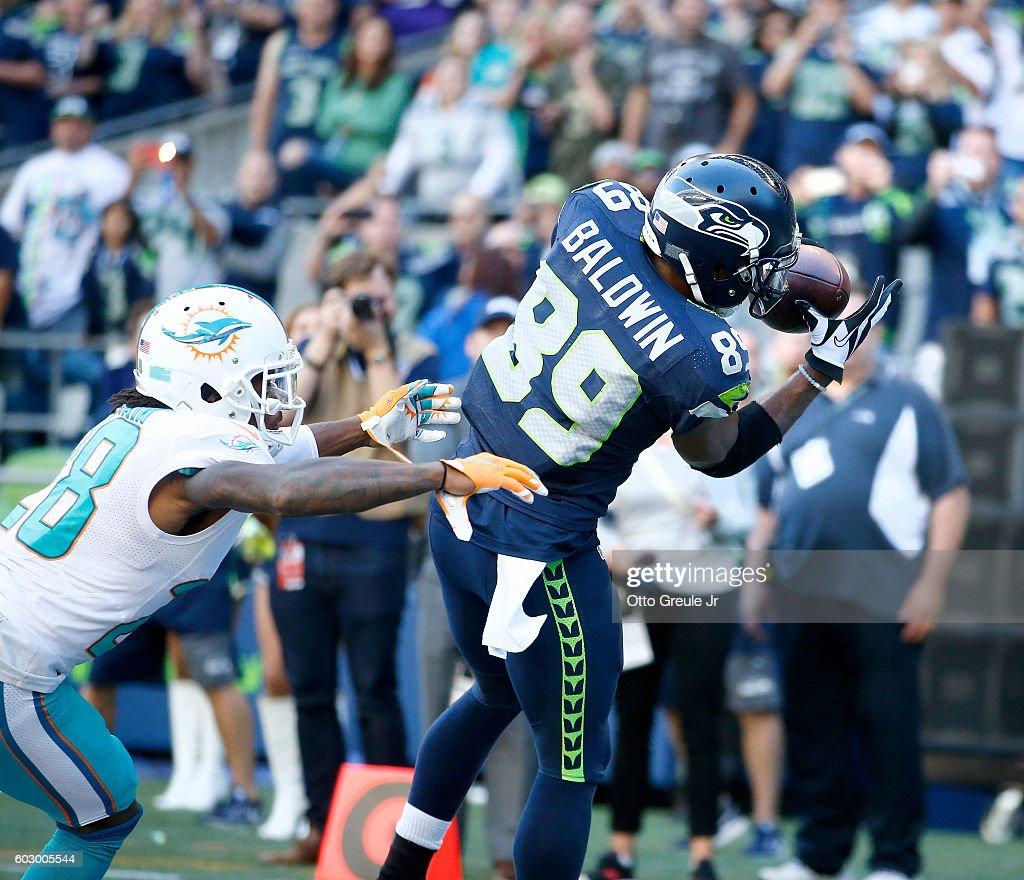 Miami Dolphins v Seattle Seahawks : News Photo