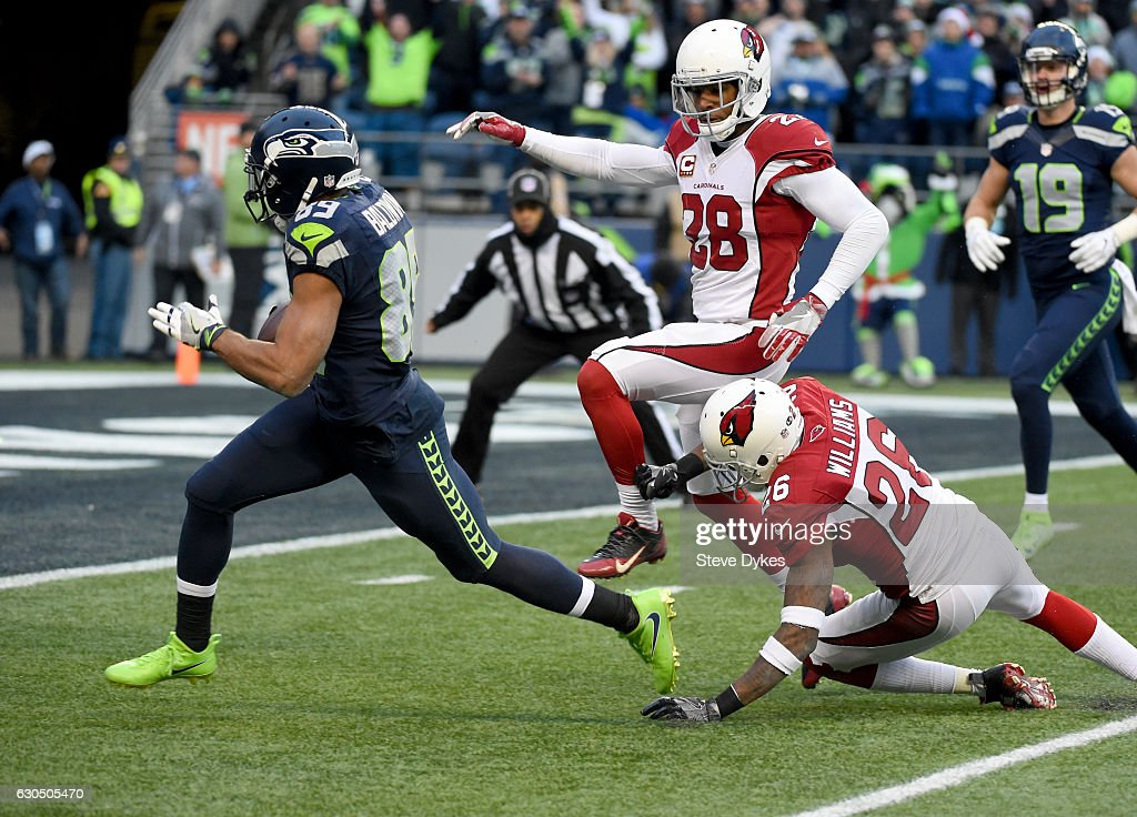 Wide receiver Doug Baldwin #89 of the Seattle Seahawks heads for a touchdown against the Arizona Cardinals at CenturyLink Field on December 24, 2016 in Seattle, Washington.
