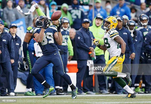 Wide receiver Doug Baldwin of the Seattle Seahawks makes a 35 yard reception past cornerback Casey Hayward of the Green Bay Packers in overtime of...
