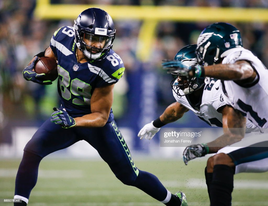 Wide receiver Doug Baldwin #89 of the Seattle Seahawks makes a reception against the Philadelphia Eagles at CenturyLink Field on December 3, 2017 in Seattle, Washington.