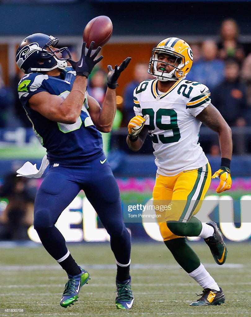 Wide receiver Doug Baldwin #89 of the Seattle Seahawks pulls in a pass for a first down against Casey Hayward #29 of the Green Bay Packers during overtime in the 2015 NFC Championship game at CenturyLink Field on January 18, 2015 in Seattle, Washington.