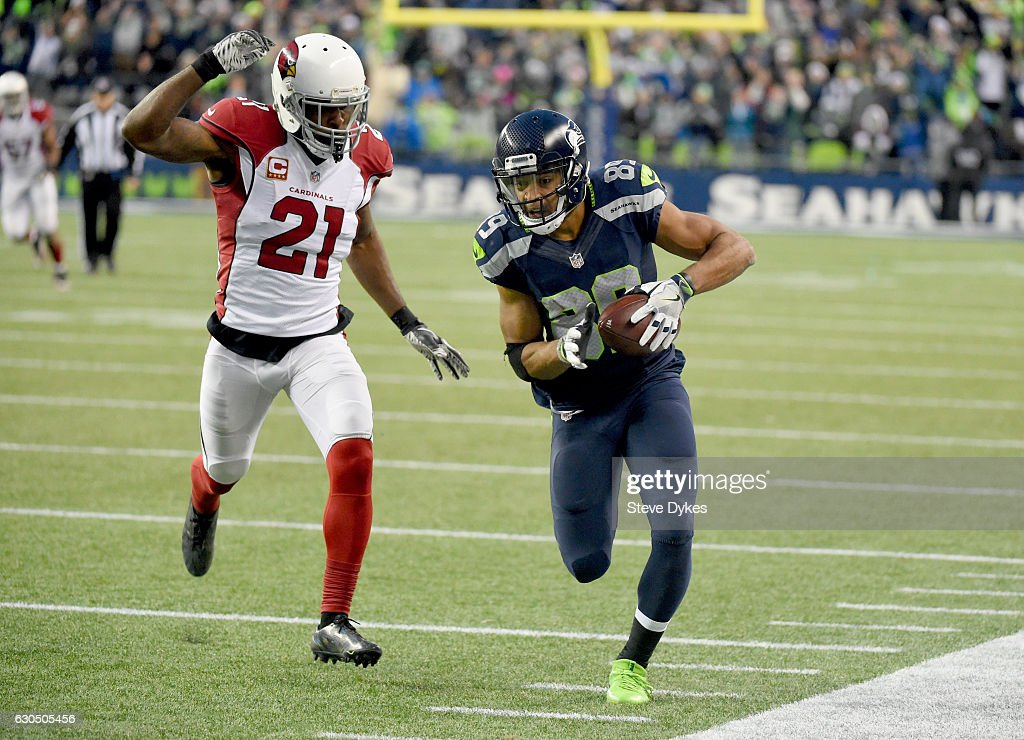 Wide receiver Doug Baldwin #89 of the Seattle Seahawks rushes against the Arizona Cardinals at CenturyLink Field on December 24, 2016 in Seattle, Washington.