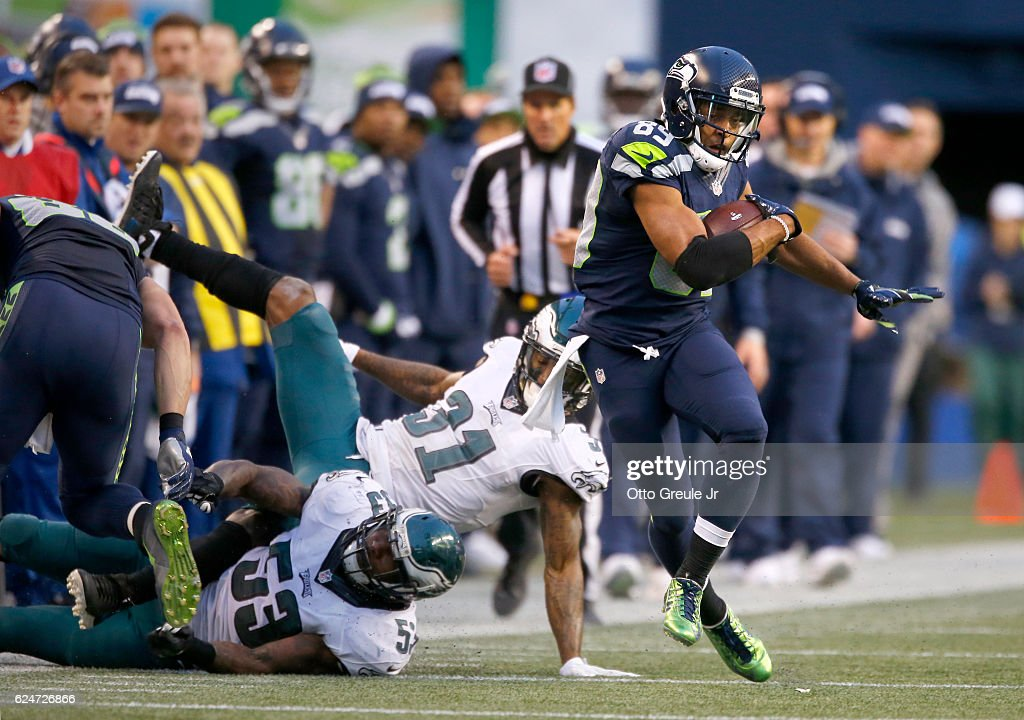 Wide receiver Doug Baldwin #89 of the Seattle Seahawks takes a reception upfield against the Philadelphia Eagles at CenturyLink Field on November 20, 2016 in Seattle, Washington.