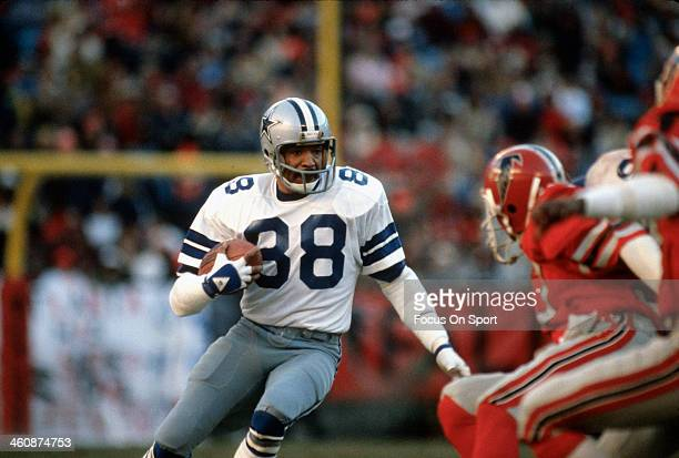 Wide Receiver Drew Pearson of the Dallas Cowboys runs with the ball against the Atlanta Falcons during an NFL football circa 1980 at Texas Stadium in...