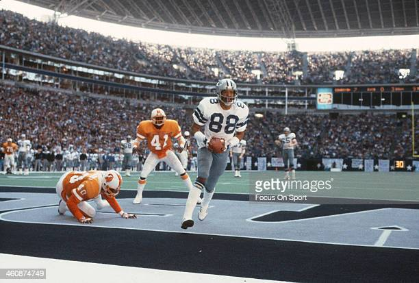 Wide Receiver Drew Pearson of the Dallas Cowboys scores a touchdown against the Tampa Bay Buccaneers during an NFL football November 21 1982 at Texas...