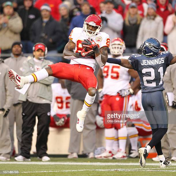 7ef42fc1dba Wide receiver Dwayne Bowe of the Kansas City Chiefs makes a catch for a  first down