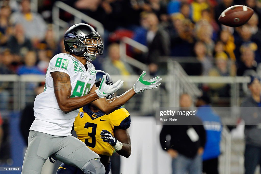 Wide receiver Dwayne Stanford #88 of the Oregon Ducks catches a touchdown pass against cornerback Cameron Walker #3 of the California Golden Bears in the first quarter on October 24, 2014 at Levi's Stadium in Santa Clara, California.