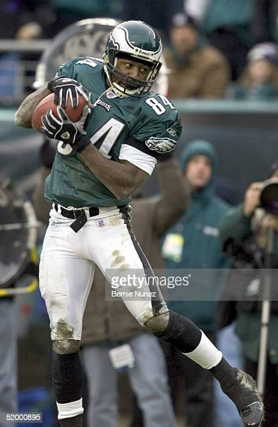 Wide receiver Freddie Mitchell of the Philadelphia Eagles catches a pass against the Minnesota Vikings in their NFC divisional playoff game on...