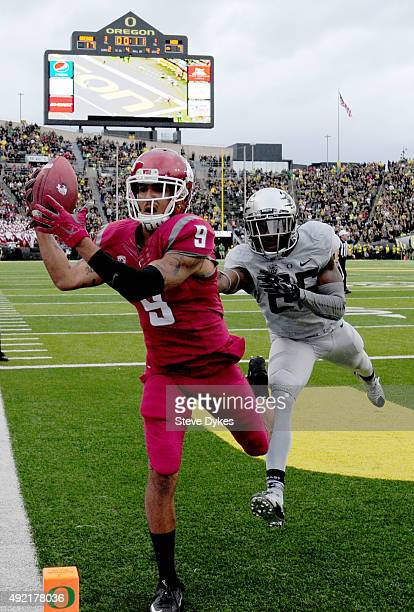 Wide receiver Gabe Marks of the Washington State Cougars catches a touchdown pass against defensive back Glen Ihenacho of the Oregon Ducks during the...