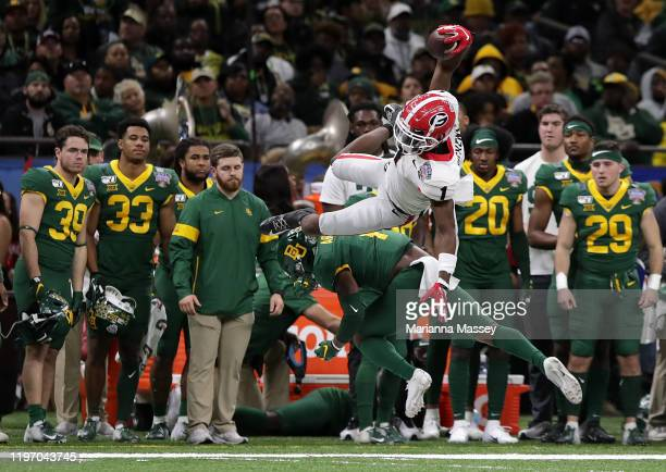 Wide receiver George Pickens of the Georgia Bulldogs catches a pass during the first quarter against Baylor Bears during the Allstate Sugar Bowl at...