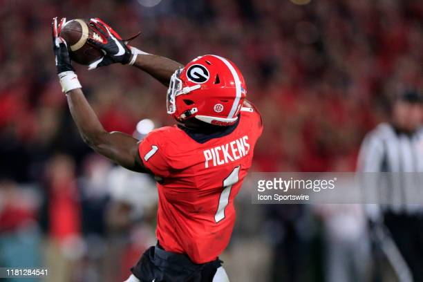Wide receiver George Pickens of the Georgia Bulldogs makes the reception during the college football game between the Georgia Bulldogs and the...