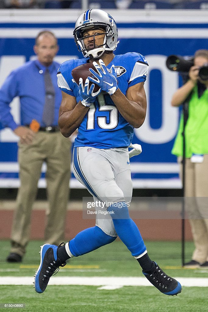 Wide receiver Golden Tate #15 of the Detroit Lions makes a catch during the third quarter an NFL game against the Los Angeles Rams at Ford Field on October 16, 2016 in Detroit, Michigan.