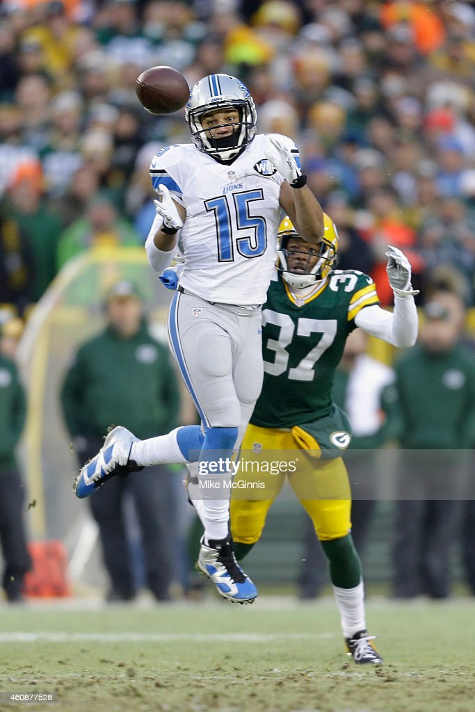 Wide receiver Golden Tate #15 of the Detroit Lions receives the football against cornerback Sam Shields #37 of the Green Bay Packers, for a first down in the first quarter of the NFL game at Lambeau Field on December 28, 2014 in Green Bay, Wisconsin.