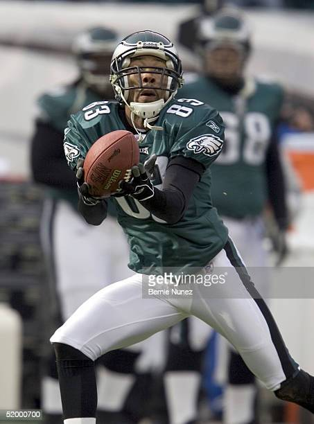 Wide receiver Greg Lewis of the Philadelphia Eagles catches a 52-yard pass in the first quarter against the Minnesota Vikings in their NFC divisional...