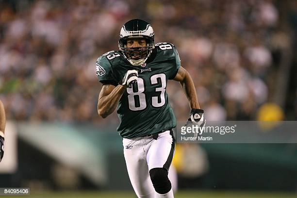 Wide Receiver Greg Lewis of the Philadelphia Eagles runs downfield on special teams coverage during a game against the Cleveland Browns on December...