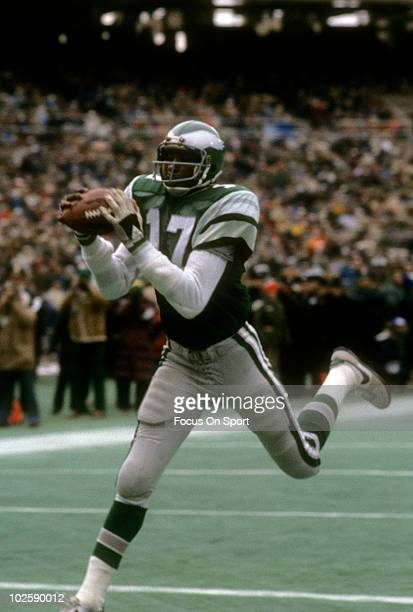 Wide Receiver Harold Carmichael of the Philadelphia Eagles catches a pass for a touchdown against the Minnesota Vikings October 25 1976 during an NFL...