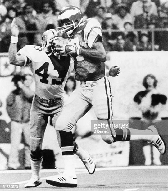 Wide receiver Harold Carmichael of the Philadelphia Eagles catches a pass for a touchdown beating Dallas Cowboy Cliff Harris of the Dallas Cowboys...