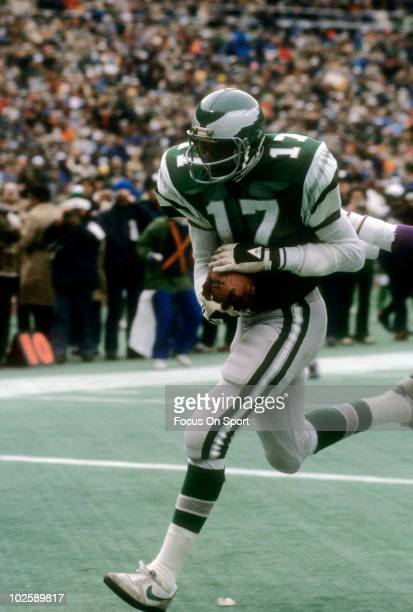 Wide Receiver Harold Carmichael of the Philadelphia Eagles scores a touchdown against the Minnesota Vikings October 25 1976 during an NFL football...
