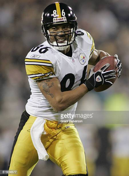 Wide receiver Hines Ward of the Pittsburgh Steelers carries the ball during the game against the Jacksonville Jaguars at Alltel Stadium on December 5...