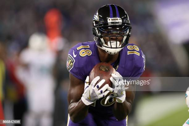 Wide Receiver Jeremy Maclin of the Baltimore Ravens catches a touchdown in the first quarter against the Miami Dolphins at MT Bank Stadium on October...