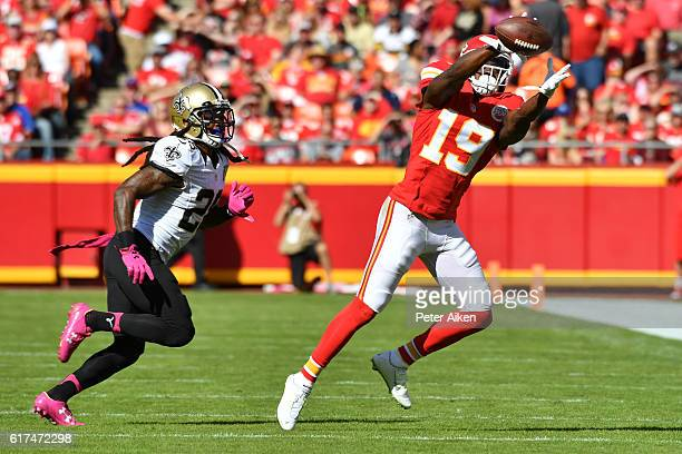 Wide receiver Jeremy Maclin of the Kansas City Chiefs makes a catch against the defense of cornerback BW Webb of the New Orleans Saints at Arrowhead...