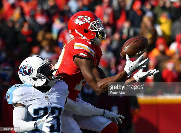 Wide receiver Jeremy Maclin of the Kansas City Chiefs makes a catch as cornerback Brice McCain of the Tennessee Titans defends during the game at...