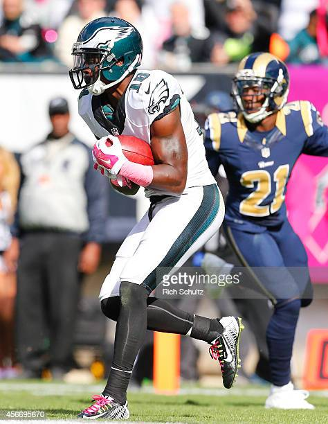 Wide receiver Jeremy Maclin of the Philadelphia Eagles catches a touchdown pass in the third quarter against the St Louis Rams on October 5 2014 at...