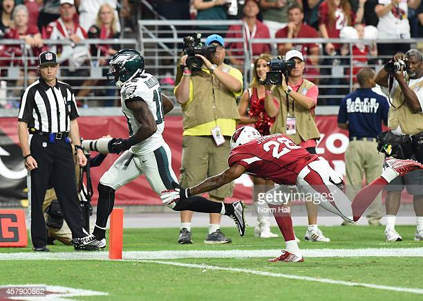 Wide receiver Jeremy Maclin of the Philadelphia Eagles runs in a 21 yard reception against free safety Rashad Johnson of the Arizona Cardinals in the...