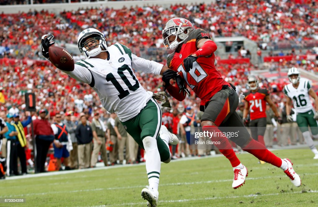 Wide receiver Jermaine Kearse #10 of the New York Jets fails to haul in a pass in the end zone by quarterback Josh McCown while getting pressure from cornerback Vernon Hargreaves #28 of the Tampa Bay Buccaneers during the second quarter of an NFL football game on November 12, 2017 at Raymond James Stadium in Tampa, Florida.