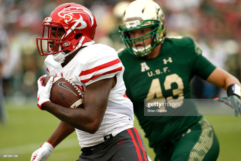Wide receiver John Leday #85 of the Houston Cougars evades linebacker Auggie Sanchez #43 of the South Florida Bulls during a carry in the first quarter of an NCAA football game on October 28, 2017 at Raymond James Stadium in Tampa, Florida.
