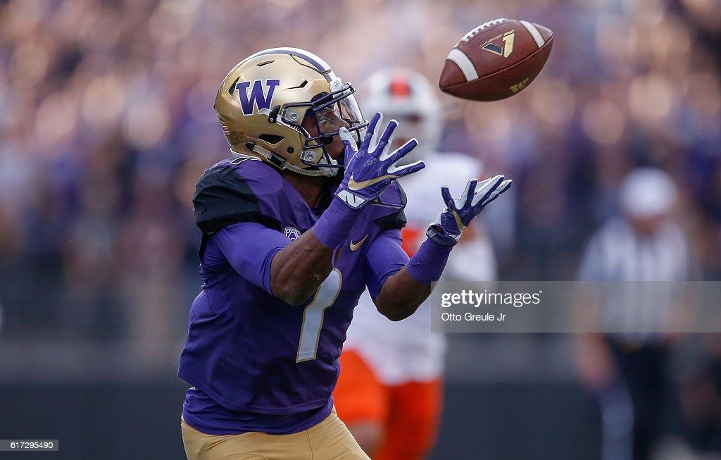 Oregon State v Washington : News Photo