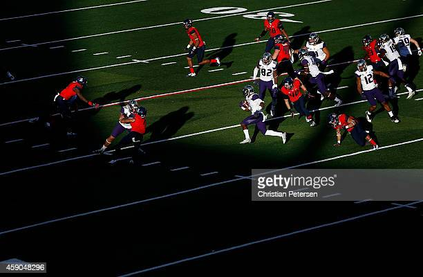Wide receiver John Ross of the Washington Huskies returns a kick off against the Arizona Wildcats during the fourth quarter of the college football...