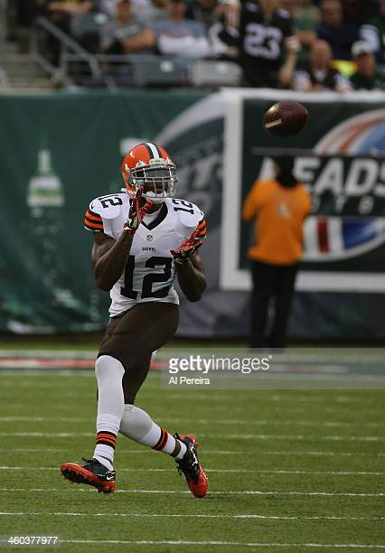 Wide Receiver Josh Gordon of the Cleveland Browns makes a catch against the New York Jets at MetLife Stadium on December 22 2013 in East Rutherford...