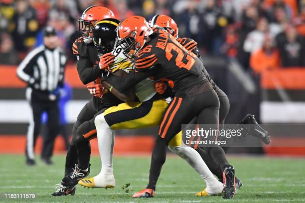 Wide receiver JuJu SmithSchuster of the Pittsburgh Steelers collides with strong safety Morgan Burnett cornerback Greedy Williams and middle...